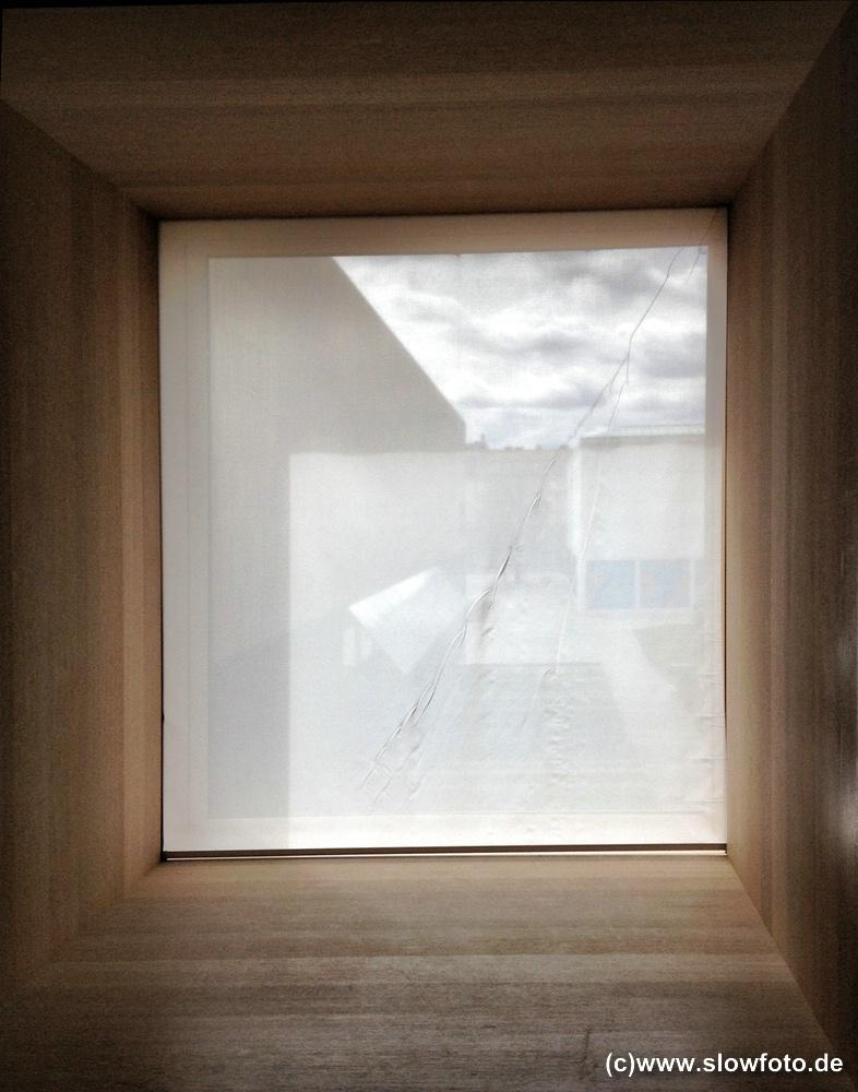 Blick durch ein Fenster nach Süden