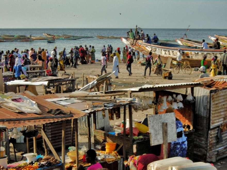 Gambia - Fischmarkt in Bakau