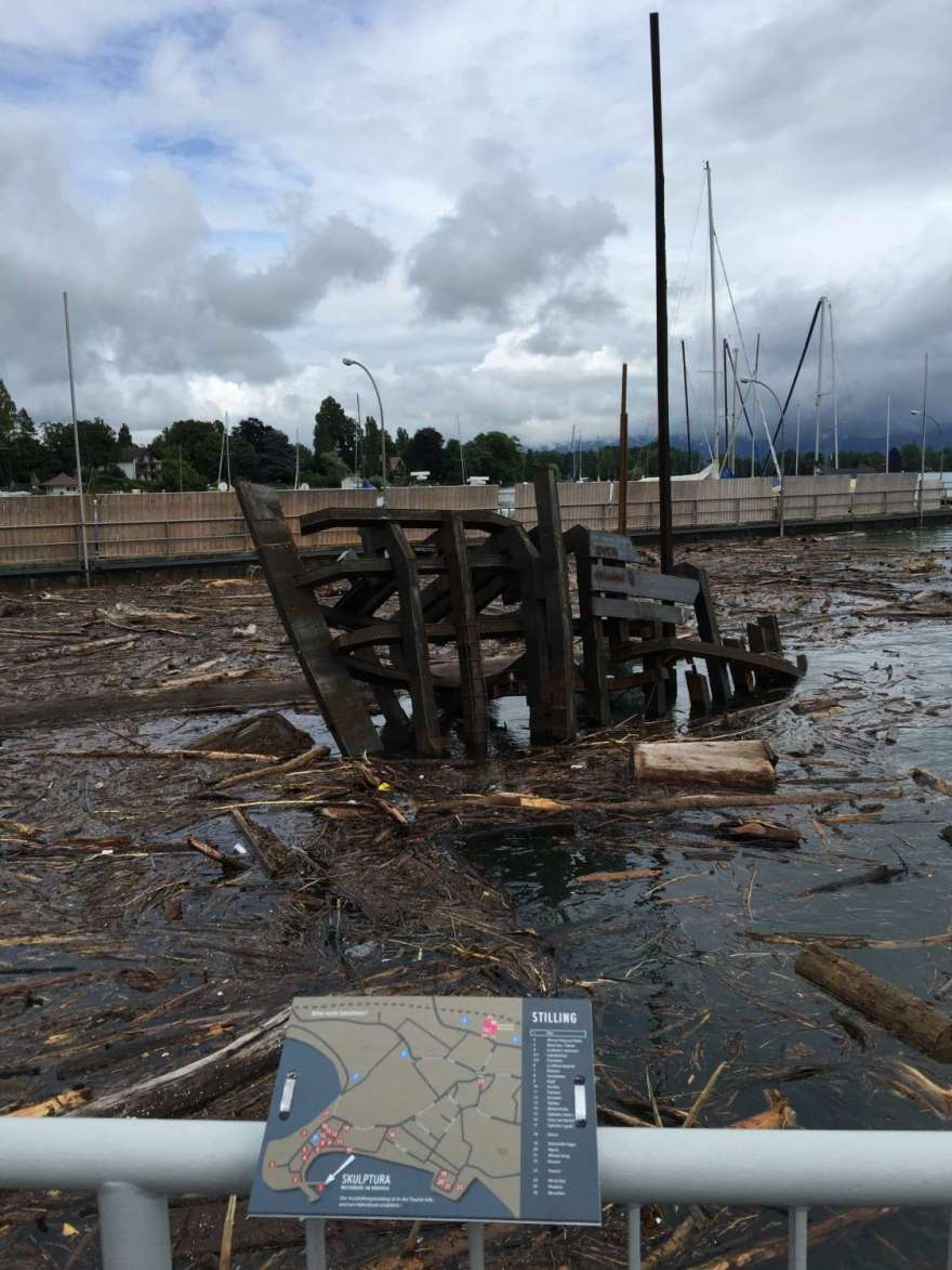 STYX Gunther Schillings Bootswrack in der Holzflut