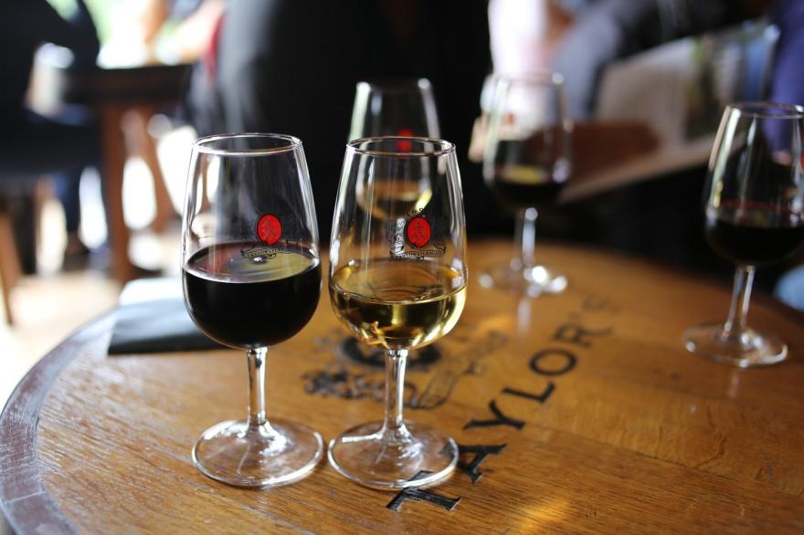 roter und weißer Portwein