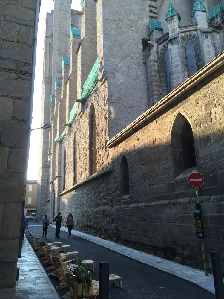 Carcassonne alte Kathedrale im Karree der Altstadt