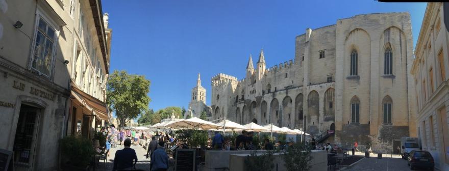 der Platz vor dem Papstpalast