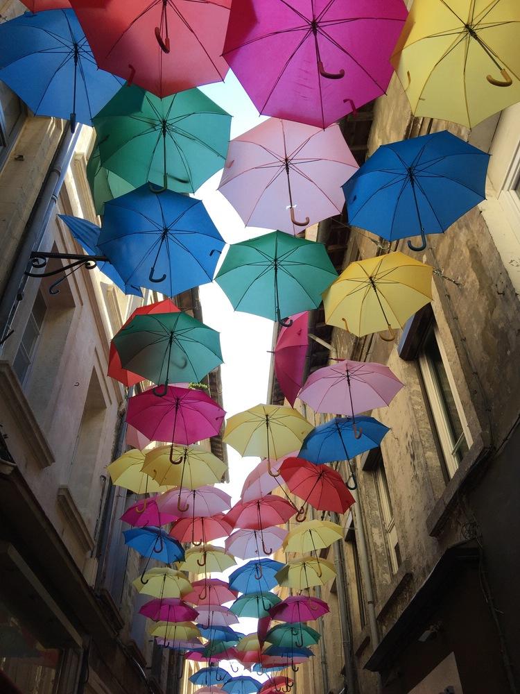 2016 wurden viele Sonnenschirme aufgehängt