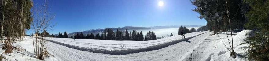 mit der Hochsträß und Ausblick in die Alpen