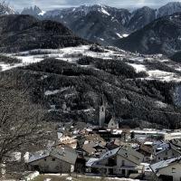 Südtirols Eisacktal mit dem Bus und zu Fuß